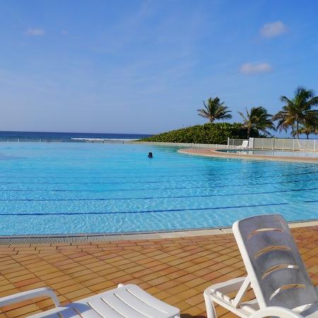 La piscine de l' Anse des Rochers
