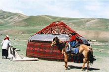 Montage d'une yourte chez les nomades de Kirghizie