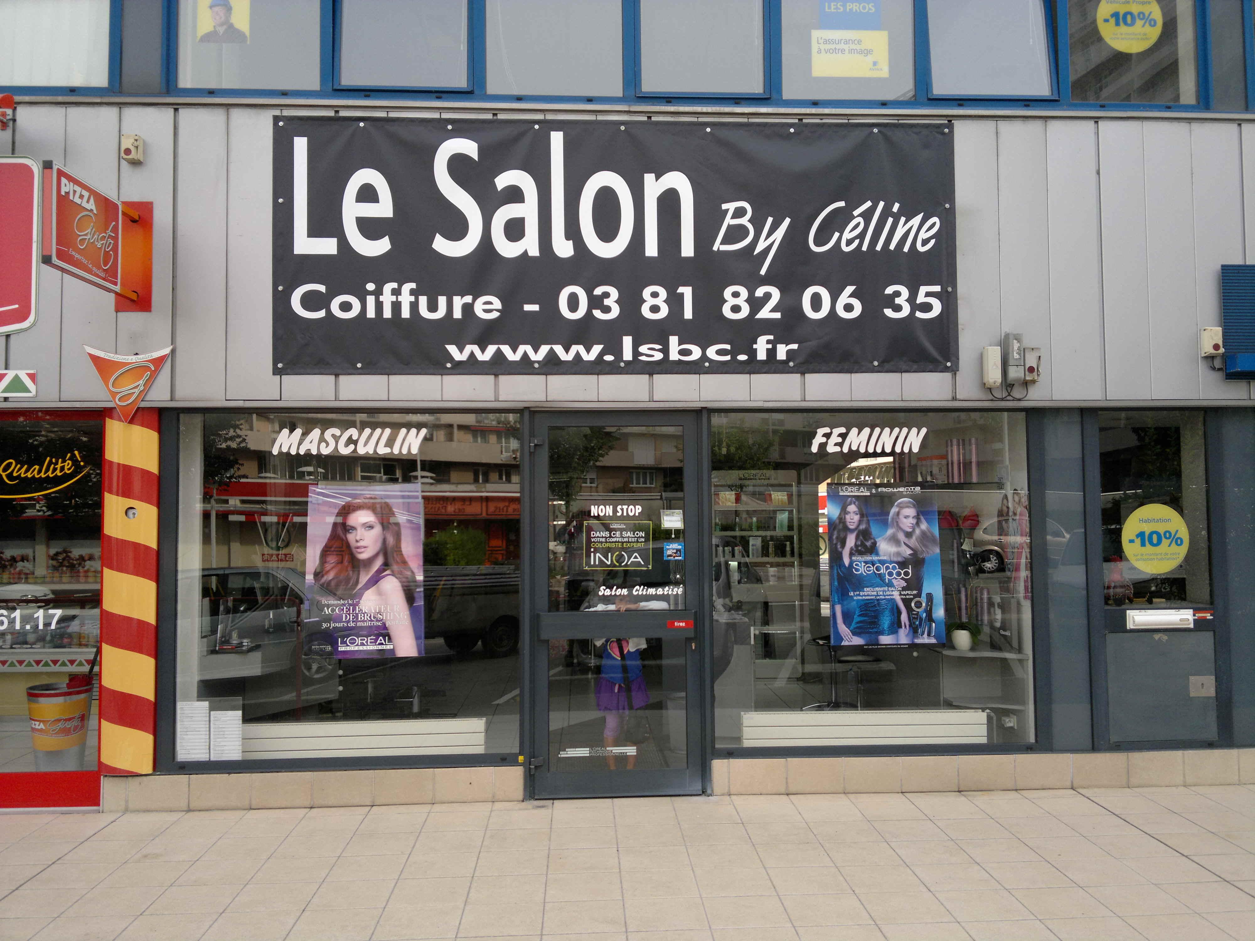 Entrée du nouveau salon de coiffure à Besançon