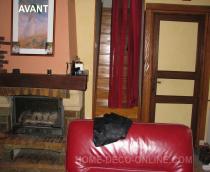 photo cheminée rustique apres rénovation noyée dans la couleur taupe poudré du mur allégé visuellement