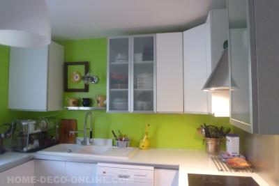 cuisine apres renovation vert flashy cadre sans fond credence inox blanc