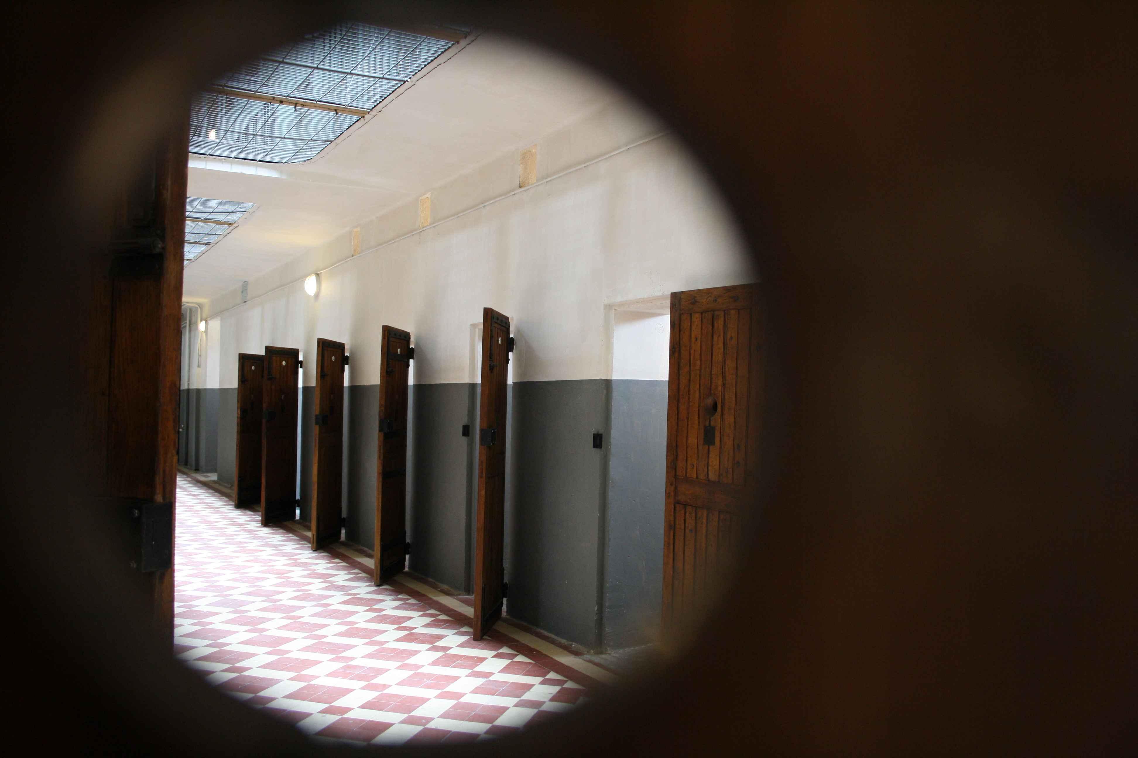 Vue depuis une porte ® Mémorial Montluc