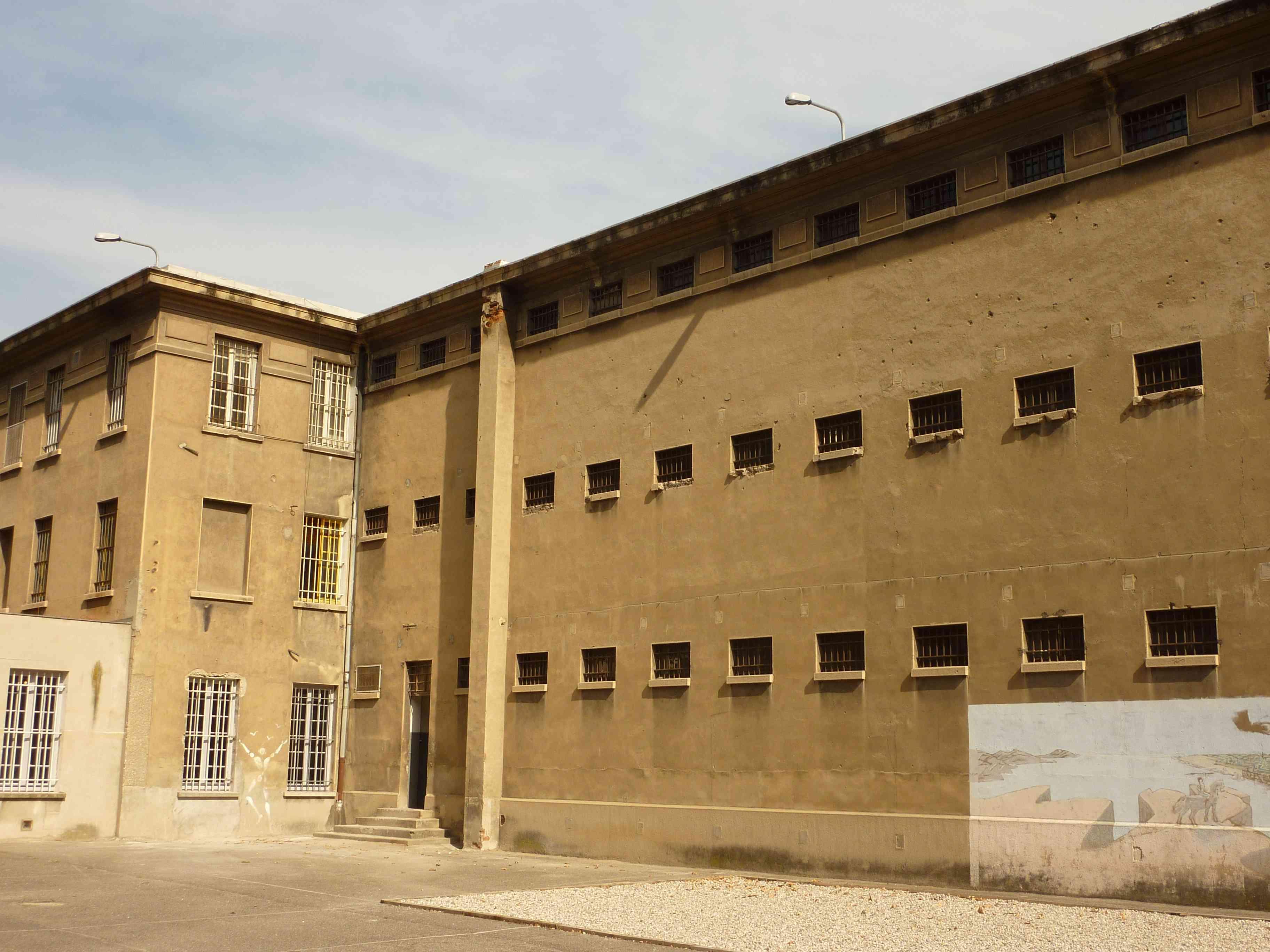 La cour de promenade et l'emplacement de la Baraque aux Juifs ® Mémorial Montluc