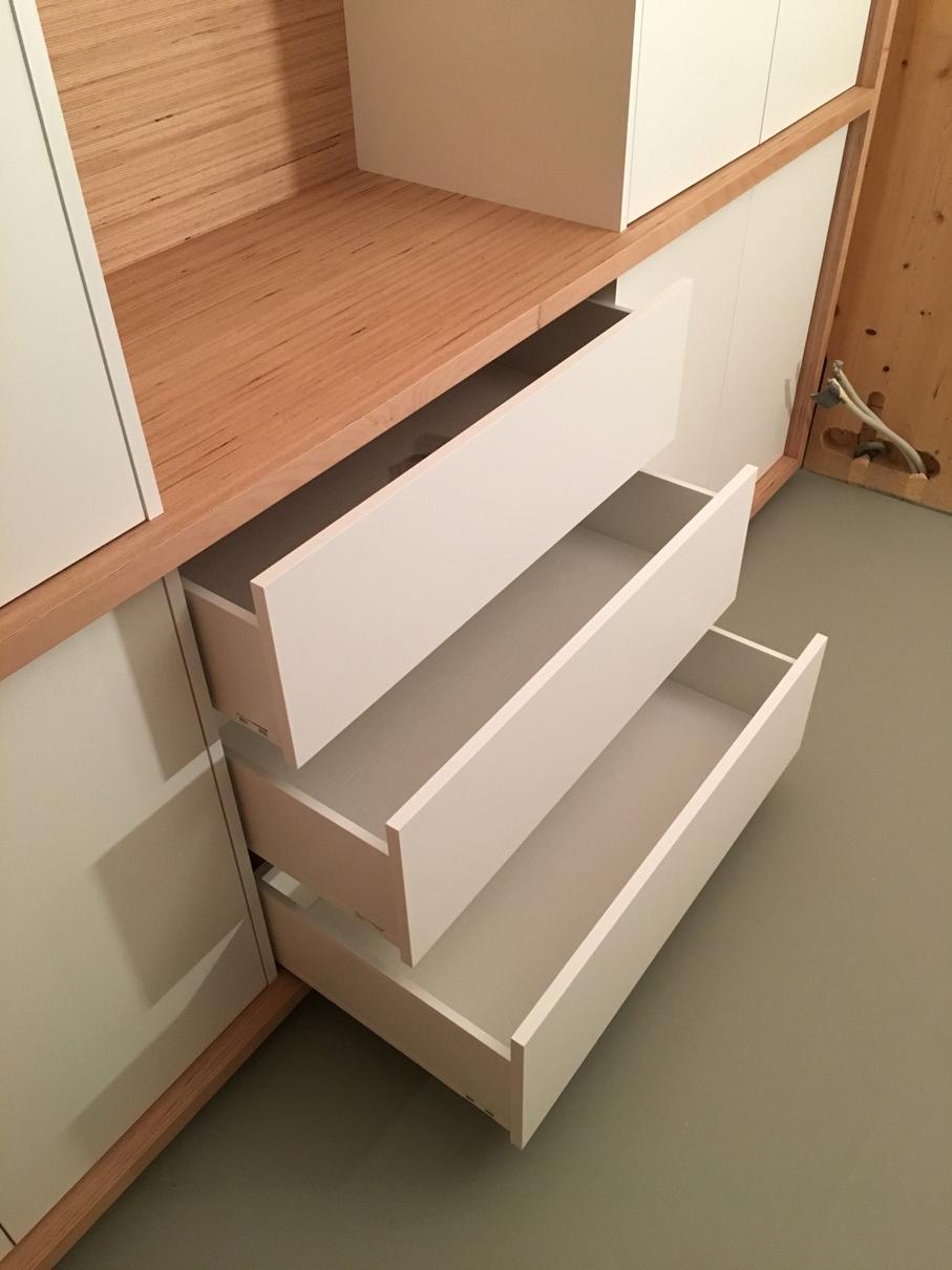 Rwood fabrication sur mesure de meubles contemporains for Meuble acier sur mesure