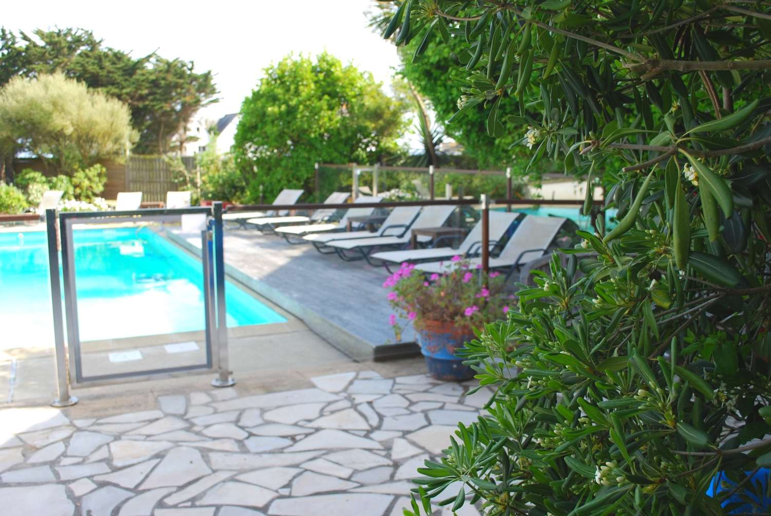 Hotel restaurant bellevue site officiel 3 toiles for Camping belle ile en mer avec piscine