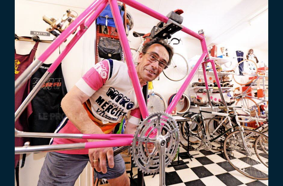 laurent-ametller-dans-sa-boutique-et-atelier-la-bicicletta-photo-richard-mouillaud-1501264758.jpg