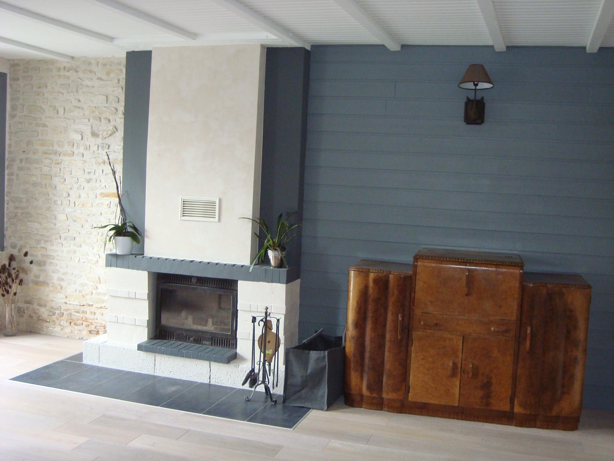 chemine en brique peindre cheminee en pierre photo et peinture cheminee en brique peindre gris. Black Bedroom Furniture Sets. Home Design Ideas