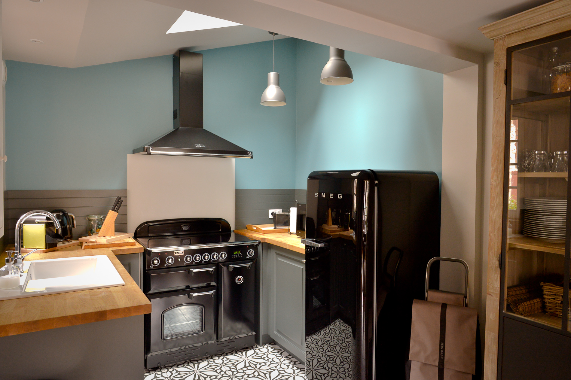 The kitchen is fully equipped, modern, roomy and well decorated.