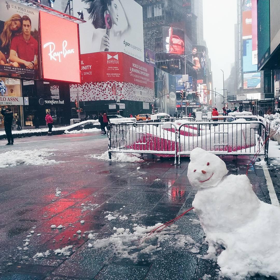 New York, bonhomme de neige en centre ville