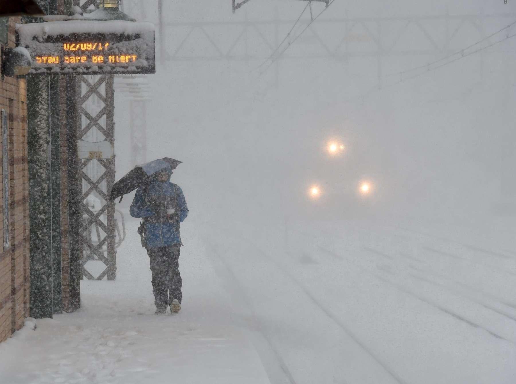 New York, arrivce du train sous la neige